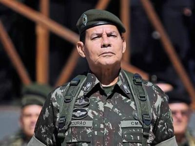 General que sugeriu intervenção militar anuncia frente de candidatos militares
